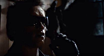 Arnold Schwarzenegger, practicando el 'vishing' allá por 1984 en Terminator.