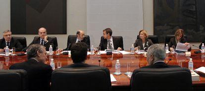 Reunión del gabinete de crisis constituido ayer en La Moncloa bajo la presidencia del presidente José Luis Rodríguez Zapatero.