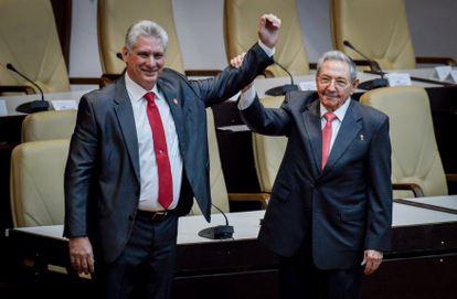 El presidente cubano Miguel Diaz-Canel, junto a Raúl Castro, en una imagen de 2018.