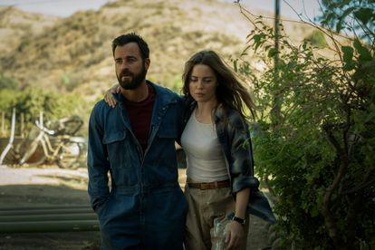 Justin Theroux y Melissa George, en un instante del primer capítulo de 'La costa de los mosquitos'.