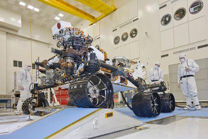 Ensayos del robot de exploración de Marte <i>Curiosity</i> en Jet Propulsion Laboratory (California), donde se ha desarrollado.