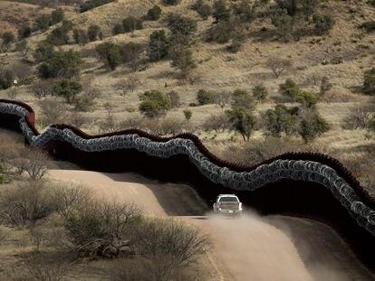 El muro fronterizo en Nogales, Arizona, en una imagen de archivo.