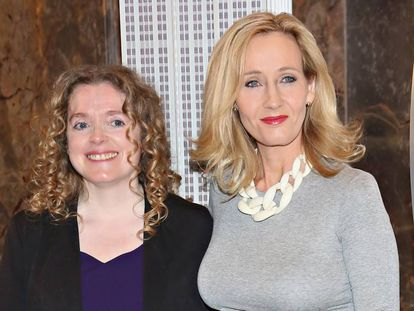 Georgette Mulheir y J. K. Rowling en un evento en Nueva York en abril de 2015.