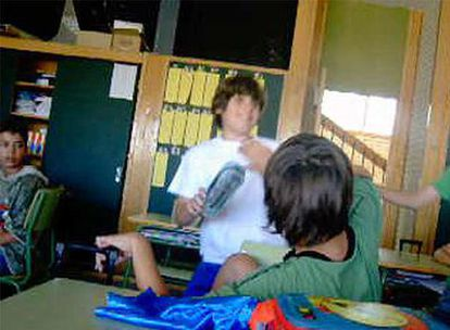 Imagen del vídeo donde se golpea a un niño en el colegio suizo en Alcobendas.