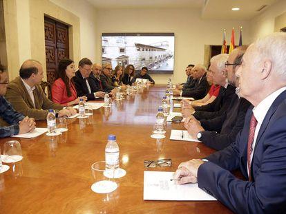 Puig y Montón con las asociaciones de afectados por hepatitis C.