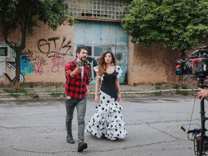 El actor Paco León dirige a Soleá Morente en su videoclip 'Lo que te falta'.