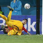 Alvaro Morata falla en una jugada ante el portero polaco Szczesny.
