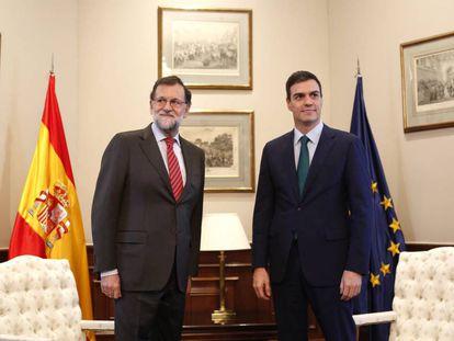Reunion de Mariano Rajoy y Pedro Sanchez en el Congreso el 12 de febrero.