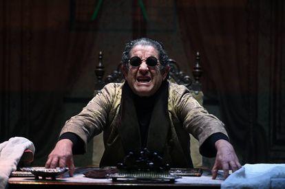 El actor Pedro Casablanc durante el pase gráfico de 'Torquemada', de Benito Pérez Galdós, en los Teatros del Canal.