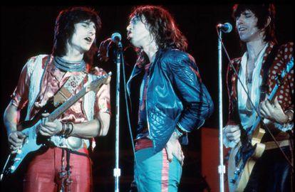 Ronnie Wood, Mick Jagger y Keith Richards en una actuación en Hertfordshire, en 1976.