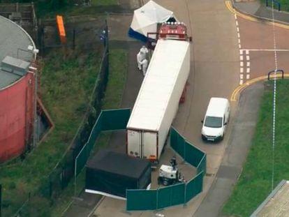 Imagen del camión en el que han encontrado los 39 cadáveres. En vídeo, declaración de Pippa Mills, jefa adjunta de la policía de Essex.