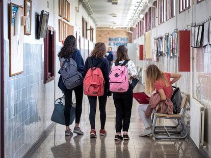 Alumnas de secundaria en el instituto público El Carme, en Valencia.