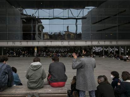 Asamblea de estudiantes del Institut del Teatre de Barcelona el viernes 26 de febrero para debatir sobre los presuntos abusos por parte de profesores del centro.