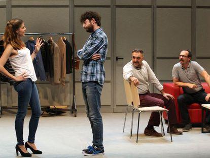 Desde la izquierda, Manuela Velasco, Gorka Otxoa, Juan Carlos Vellido y Fele Martínez, en un momento del montaje de 'Bajo terapia'.