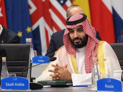 Fotografía de archivo de noviembre de 2018 que muestra al príncipe heredero de Arabia Saudí, Mohamed bin Salmán, mientras participa en la plenaria de la Cumbre del G20, en el centro de convenciones Costa Salguero de Buenos Aires (Argentina).