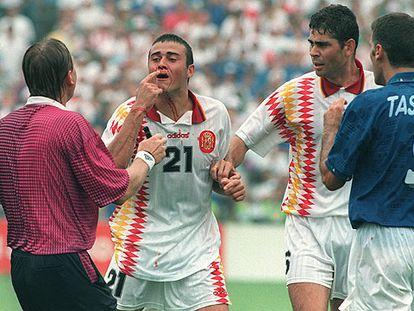 Luis Enrique y Tassotti, en el Mundial 94 tras el codazo.