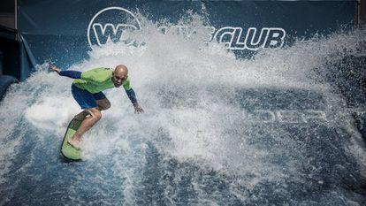Sergi Espinosa cabalgando la ola eterna