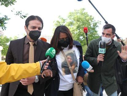 La madre de Heidi Paz, Gloria Bulnes, a su llegada al juicio por el asesinato de su hija, en la Audiencia Provincial de Madrid.