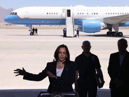 La vicepresidenta de Estados Unidos, Kamala Harris, durante una comparecencia en el aeropuerto de El Paso (Texas), este viernes.
