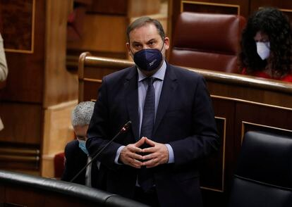 El ministro de Transportes, Movilidad y Agenda Urbana, José Luis Ábalos, este miércoles en el Congreso.
