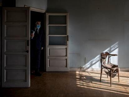 Rodríguez Uribes, en su visita a la casa de Aleixandre.