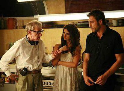 Woody Allen, con Penélope Cruz y Bardem, durante el rodaje del filme.