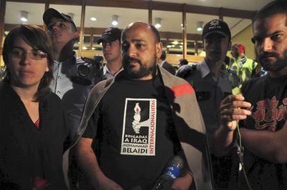 Laura Arau, Manuel Tapial y David Segarra en el aeropuerto Ataturk de Estambul tras ser deportados por Israel.