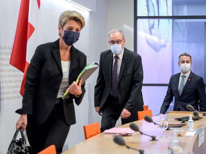 Miembros del Ejecutivo suizo, este miércoles en Berna antes de anunciar la ruptura de la negociación de un acuerdo marco con la UE.