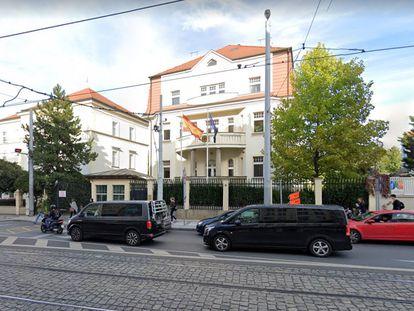 Imagen de la Embajada de España en Praga, donde se refugió una de las víctimas auxiliadas por la Policía Nacional.