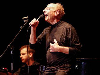 Art Garfunkel, durante su actuación la noche del viernes en el Festival Jardins de Pedralbes.