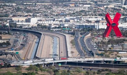 Vista de la frontera entre Río Grande y Estados Unidos y México en el Puente de las Américas en El Paso, Texas, en abril de 2021.