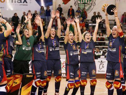 La selección española de hockey patines celebra el campeonato de Europa.