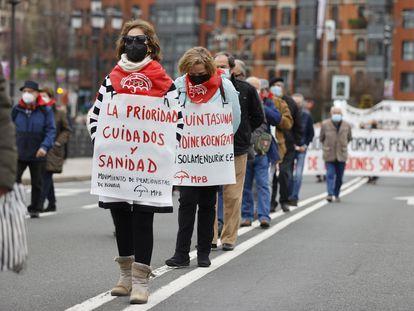 Varios pensionistas se manifiestan por las calles de Bilbao el pasado 15 de marzo.