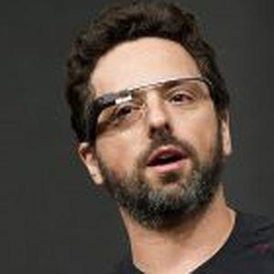 Sergey Brin, cofundador de Google, usando un prototipo de las gafas.