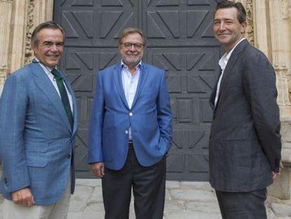 Diego del Alcázar, Juan Luis Cebrián y John Ridding, este sábado en el festival Hay de Segovia.