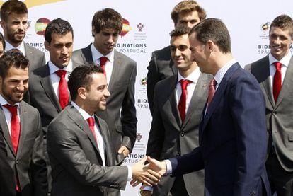 Varios jugadores de la selección con el príncipe Felipe