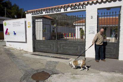 """Instalaciones de la Asociación para la Defensa y Protección de los Animales """"Parque animal"""" de Torremolinos."""