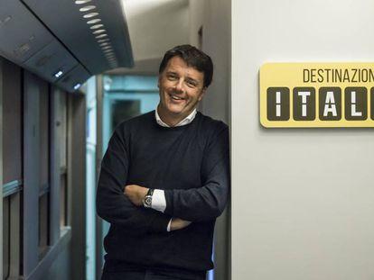Matteo Renzi, en el tren con el que recorre todas las provincias de Italia.