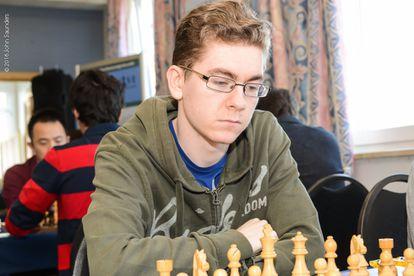 El español David Antón, al inicio de su partida contra la india Dronavalli Harika en la 6ª ronda del abierto Tradewise Gibraltar
