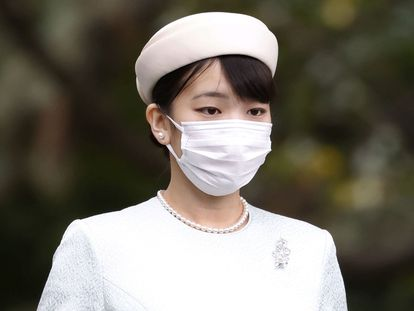 Japan's Princess Mako, the daughter of Crown Prince Akishino and Crown Princess Kiko, walks towards the Three Palace Sanctuaries to pray ahead of her marriage at the Imperial Palace in Tokyo, Japan October 19, 2021, in this photo taken by Kyodo. Mandatory Credit Kyodo/via REUTERS   ATTENTION EDITORS - THIS IMAGE WAS PROVIDED BY A THIRD PARTY. MANDATORY CREDIT. JAPAN OUT. NO COMMERCIAL OR EDITORIAL SALES IN JAPAN.