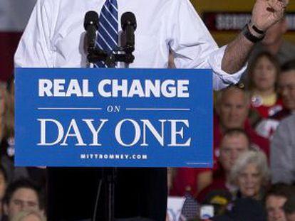 El candidato republicano se dirige a su electorado en un mitin ayer en Ohio.