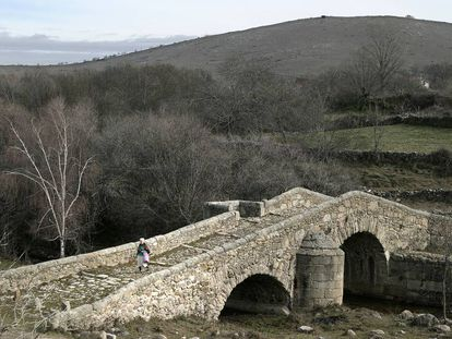 Puente de cantos de Canencia.