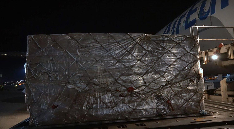 1,2 millones de mascarillas adquiridas por el Gobierno, en su llegada a Barajas