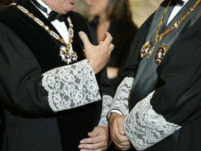 Dos magistrados en el acto de apertura de los tribunales.
