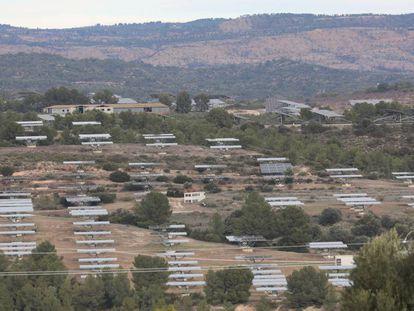 Un parque de energía fotovoltaica en Flix (Tarragona).