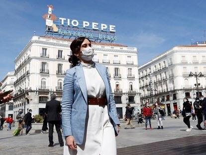 La presidenta de la Comunidad de Madrid, Isabel Díaz Ayuso, en la Puerta del Sol el pasado 22 de marzo.