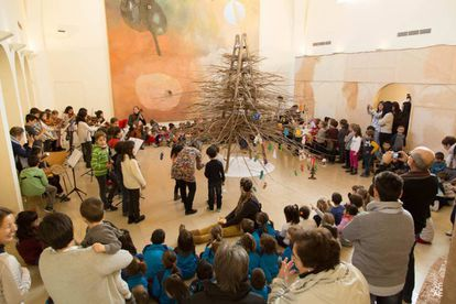 El árbol de Navidad de Josep Guinovart en su fundación en Agramunt (Lleida).