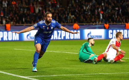 Higuaín celebra su segundo gol al Mónaco.