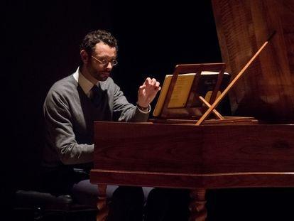 Benjamin Alard durante su recital ofrecido en la Sala de Cámara del Auditorio Nacional.