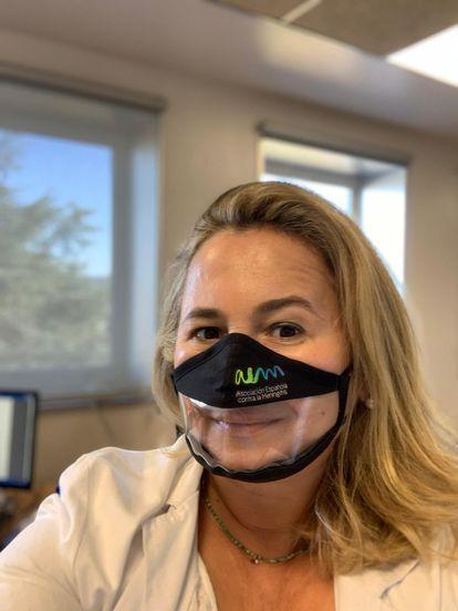 La doctora Cristina Regojo sufrió meningitis con 4 años, que derivó en sordera bilateral.